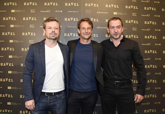 Na tiskové konferenci je doplnil ještě Martin Hofmann (vpravo), který hraje herce Pavla Landovského.