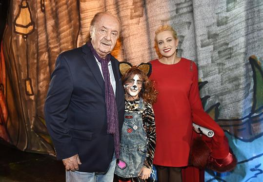 Svou dceru Emily na divadelních prknech přišli podpořit i František Janeček s Terezou Mátlovou.