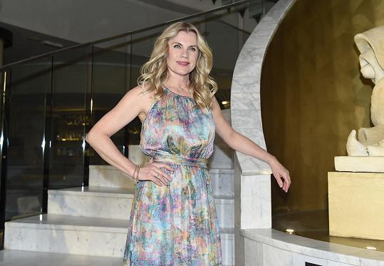 Leona Machálková na svůj věk vypadá skvěle.