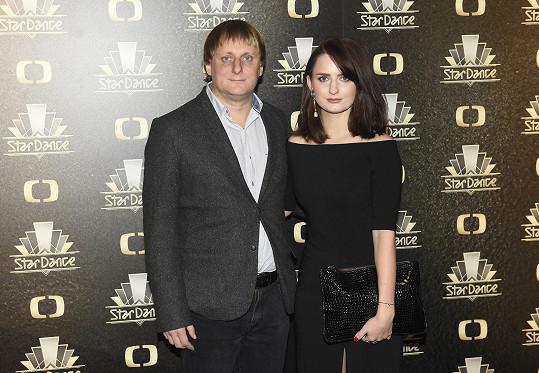 Lukáš Pavlásek dorazil na třetí taneční večer s přítelkyní Denisou.