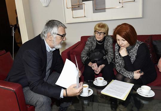 Porada s uměleckou poradkyní Evou Zaoralovou a PR manažerkou Uljanou Donátovou