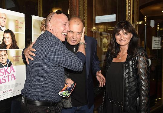 Dobře se bavili s Petrem Rychlým a jeho ženou Janou.