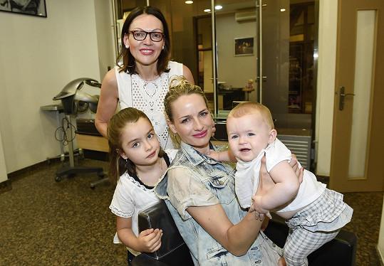 Markéta s dcerami a maminkou Lenkou