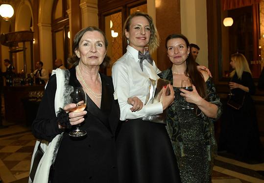 Evelyna Steimarová s dcerami Annou Polívkovou a Vendulou Rytířovou (vpravo)