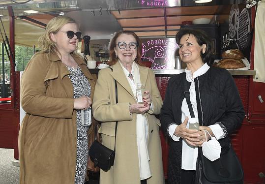 Byla ráda, že se mohla potkat s Ivou Janžurovou a Sabinou Remundovou.