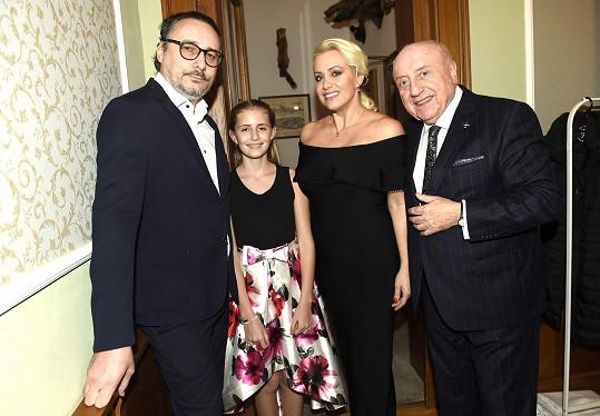 S ním, maminkou Terezou Mátlovou a také s Felixem Slováčkem vystupovala na koncertě na zámku Berchtold.