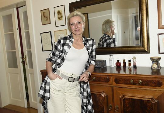 Zpěvačka Renata Drössler nás přivítala ve svém dejvickém bytě.