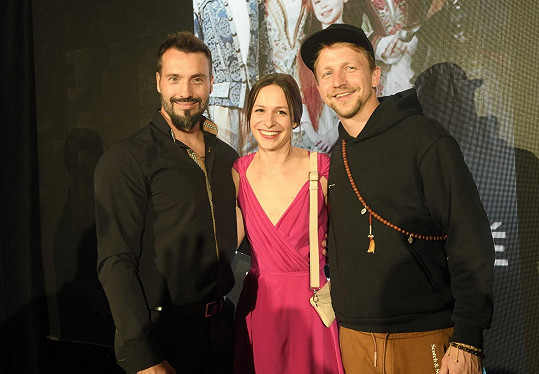 Veronika s Tomášem Klusem a Vaškem Noidem Bártou, s nimiž hraje v pohádce Tajemství staré bambitky 2.