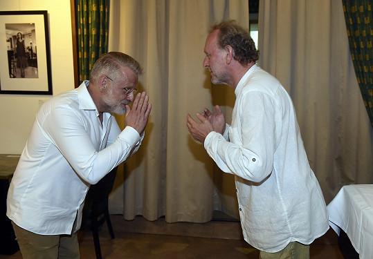 Jaroslav Dušek (vpravo) a autor knižní předlohy filmu Úsměvy smutných mužů Josef Formánek