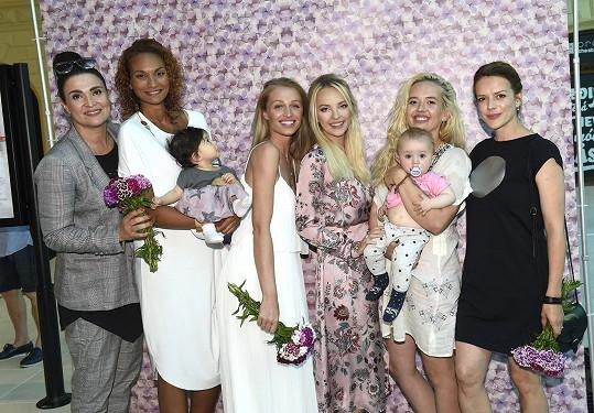 Happeningu o mateřství Den pro mou mámu, který zorganizovala Lucie Špaková v rámci seriálu akcí Štroodl, se zúčastnila celá řada známých tváří.
