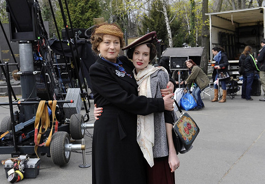 Stašová hraje Ludmilu Babkovou, maminku Lídy Baarové, která žije z dceřiny slávy.