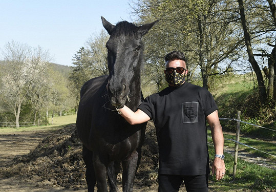 Tenhle černý je Osmanyho.