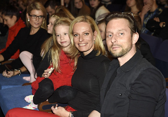 Porotce StarDance dorazil na premiéru s přítelkyní Kristinou Kloubkovou a její dcerou.