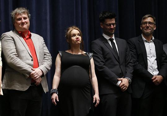 Halka Třešňáková a Tomáš Jeřábek (vlevo) byli členy delegace, která uvedla na karlovarském festivalu komedii Mars.