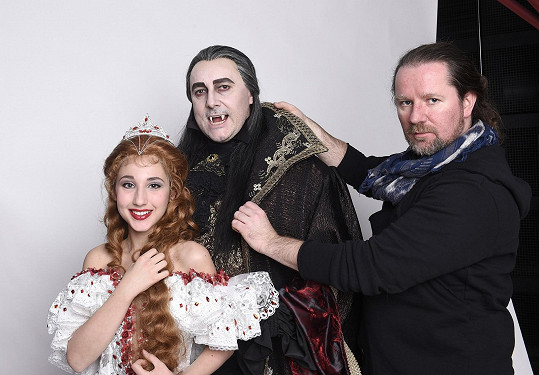 Natálie Grossová a Marian Vojtko s kostýmním výtvarníkem Romanem Šolcem.