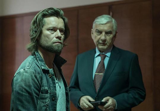 Před kamerou se poprvé setkal s Miroslavem Donutilem.