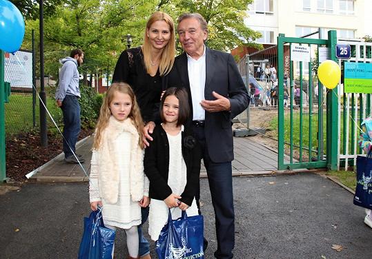 První školní den Nelly Gottové.