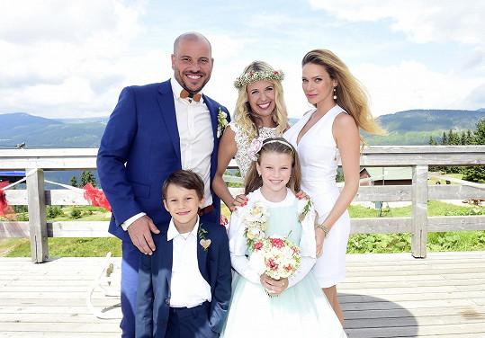 Andrea se s manželi Jílkovými i s dětmi vyfotila.