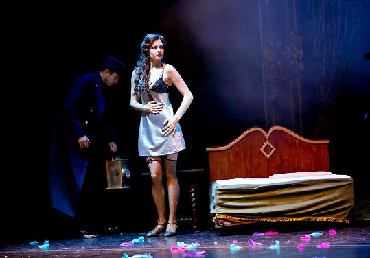 V muzikálu Mata Hari měla tmavé vlasy.