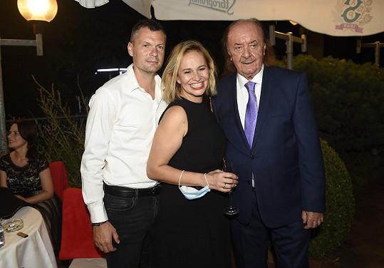 Popřát přišla Monika Absolonová s partnerem.