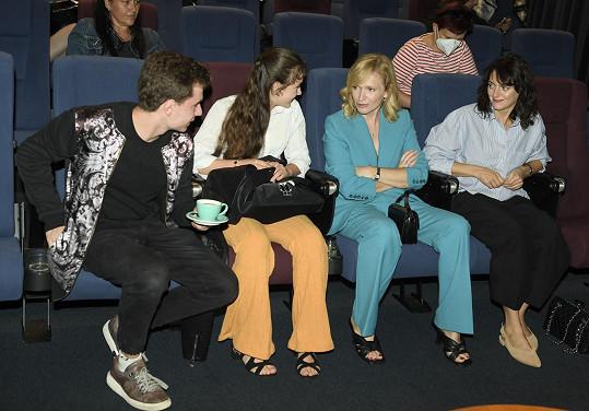 Před Zlínským filmovým festivalem se setkala s Klárou Issovou a Aňou Geislerovou, jejíž dceru hrála v televizní sérii Božena.