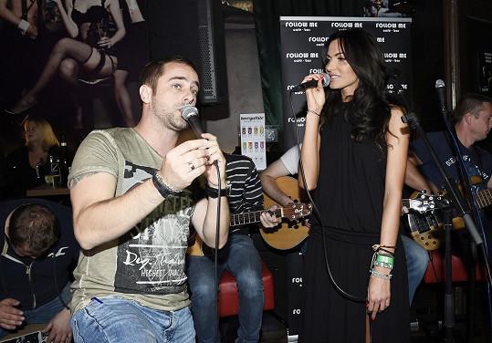 Zpívala duet s Petrem Kutheilem na křtu jeho nového klipu.