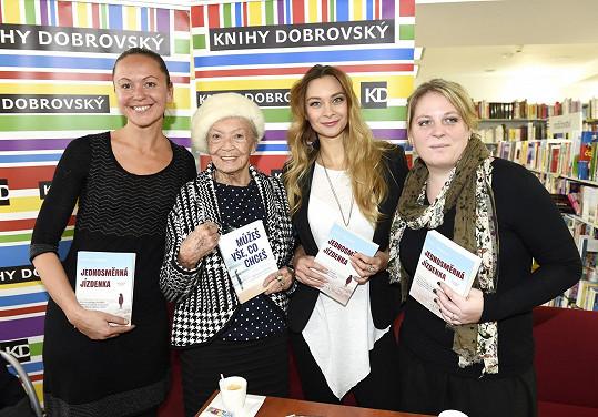 Bára s Petrou Hapkovou a Zdeňkou Procházkovou křtila knihu spisovatelky s pseudonymem Katy Yaksha.