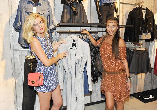 Prohlédly si novou kolekci oblečení.