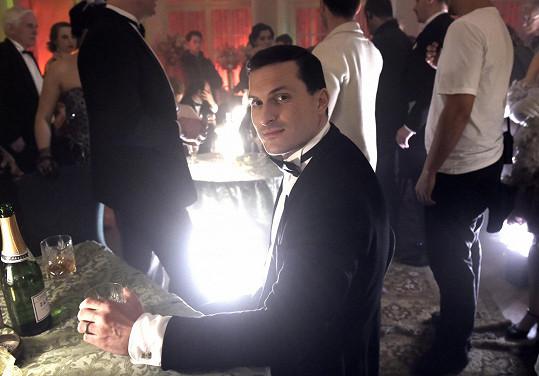 Ján Koleník během natáčení scény v luxusním nevěstinci