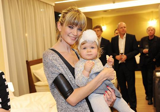 Dcera České Miss 2009 dostává prý jen to nejlepší jídlo.