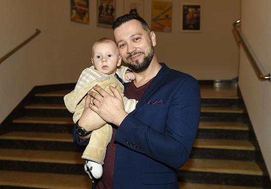 Michal vzal svého malého syna na premiéru Kocoura v botách.