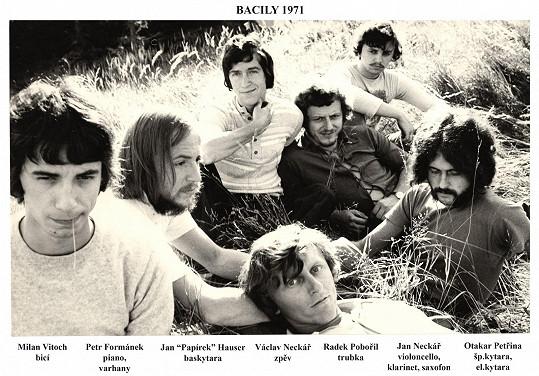 Kapela Bacily poprvé hrála 4. srpna v roce 1971.