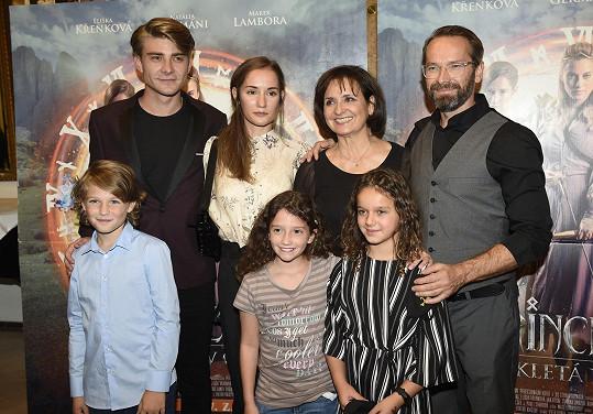Hlavní představitelé pohádky Princezna zakletá v čase na premiéře v kině Lucerna