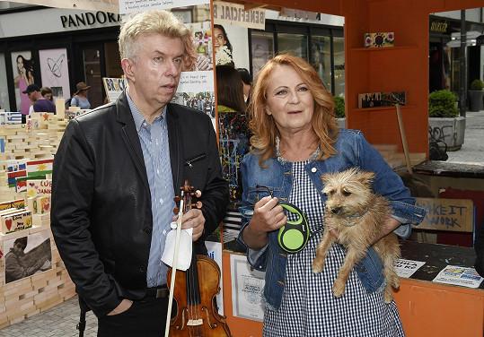 Na charitativní akci se Simona potkala s Jaroslavem Svěceným.