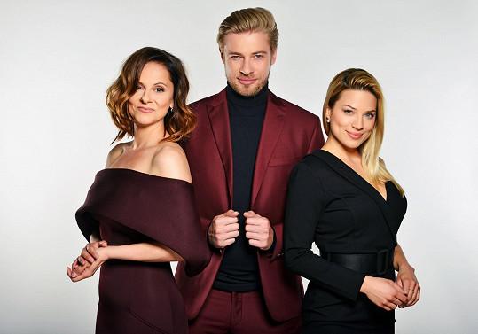 Showtime měli původně uvádět Eva Perkausová, Laďka Něrgešová a Petr Větrovský. Z původní sestavy zůstane jen Něrgešová.