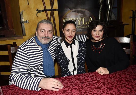 S Evou Burešovou a Ilonou Csákovou si zahraje v muzikálu Sibyla.