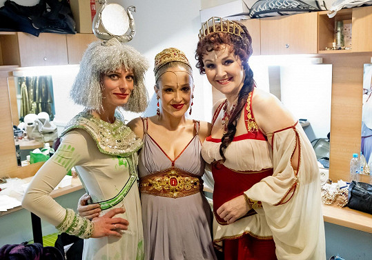 Molnárová s kolegyněmi z muzikálu Kleopatra Kristinou Kloubkovou a Lindou Finkovou (vpravo)