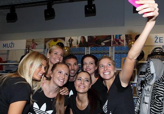 Společná selfie celebrit z VIP nakupování na pražském Chodově