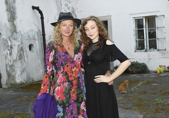 Havelkova manželka Alice s dcerou Rozárkou nachystané na jeho premiéru