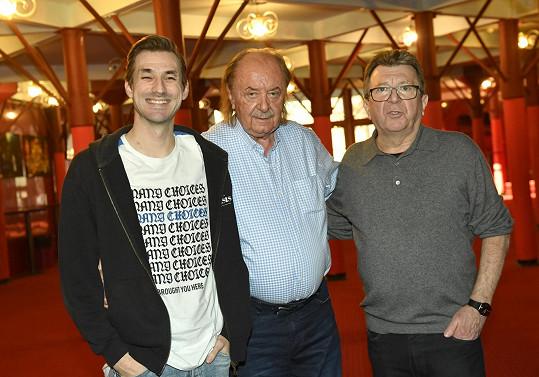 František Janeček vybíral zpěváky i zpěvačky mj. s Danem Bartákem (vlevo), který má na starosti hudební nastudování a s Michaelem Prostějovským, autorem českého textu.