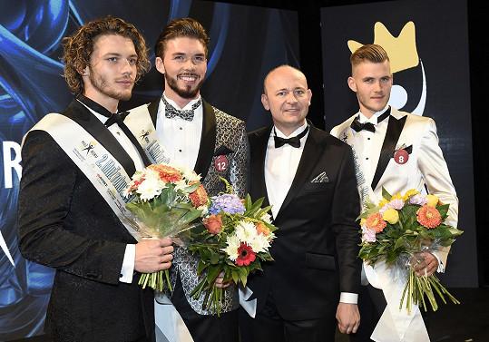 Se šéfem soutěže Davidem Novotným a svými vítěznými kolegy