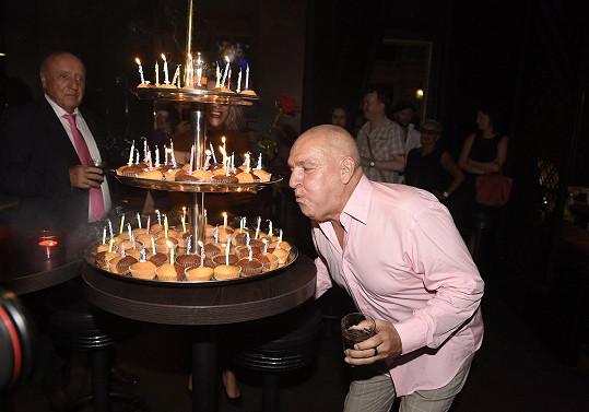 Svíčky ale sfoukával z tohoto cupecakeového.