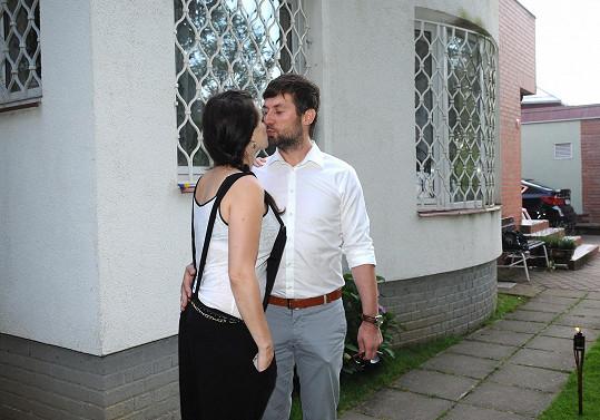 Zpěvačka si před měsícem vzala známého pražského porodníka.