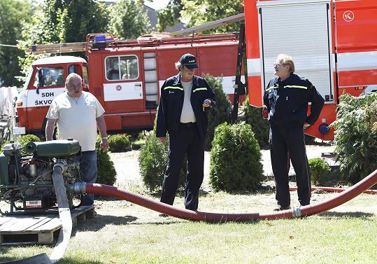 Doufejme, že při panujícím vedru nebudou muset hasičská auta opravdu použít.