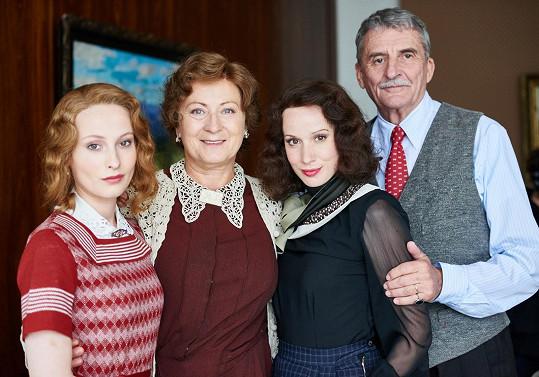 Celá filmová rodinka včetně dcery Zorky v podání Anny Fialové