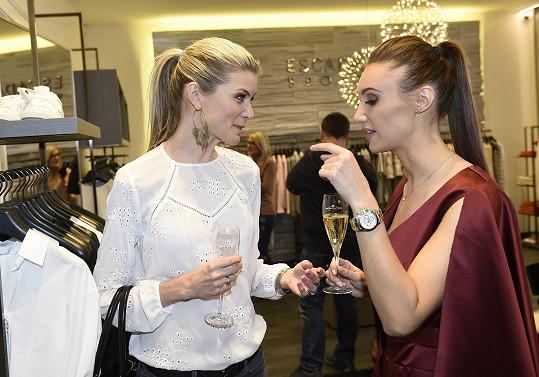 Táňa se zapovídala s bývalou Českou Miss Ivetou Vítovou.
