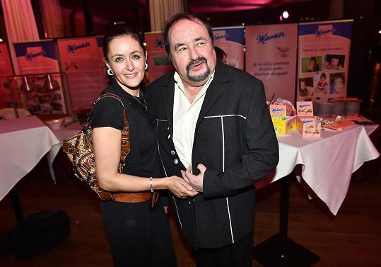 Petr Novotný vyrazil na párty s dcerou Lenkou.