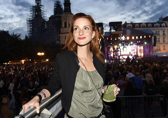 Během koncertu a barmanské soutěže na Staroměstském náměstí