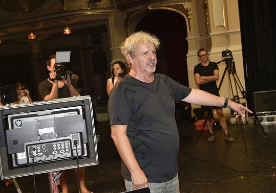 Natáčení měl pod palcem kameraman a režisér F. A. Brabec.