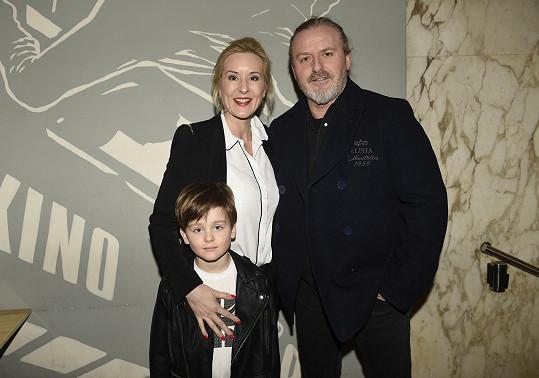 Pepa Vojtek s Jovankou a Adamem na premiéře Pasti.